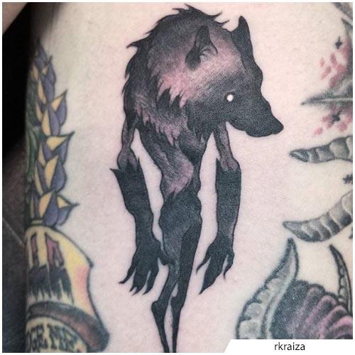 tatuaggio lupo mannaro blackwork