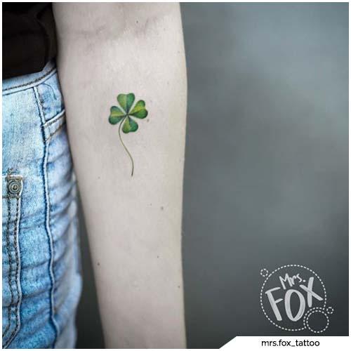 tatuaggio quadrifoglio avambraccio