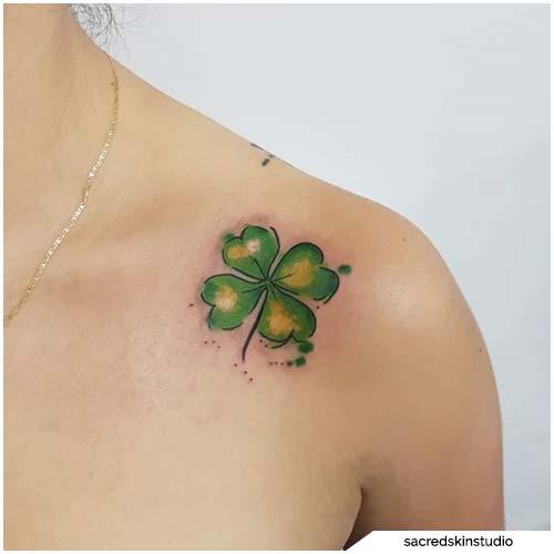 tattoo quadrifoglio spalla