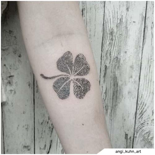 tattoo quadrifoglio impronte digitali