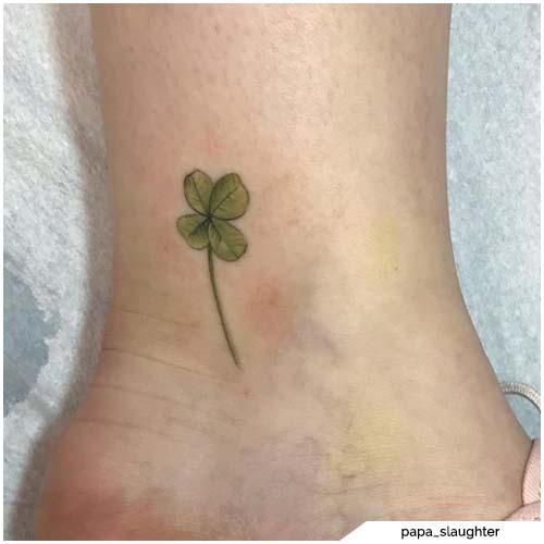 tatuaggio quadrifoglio caviglia