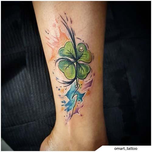 tatuaggio quadrifoglio watercolor