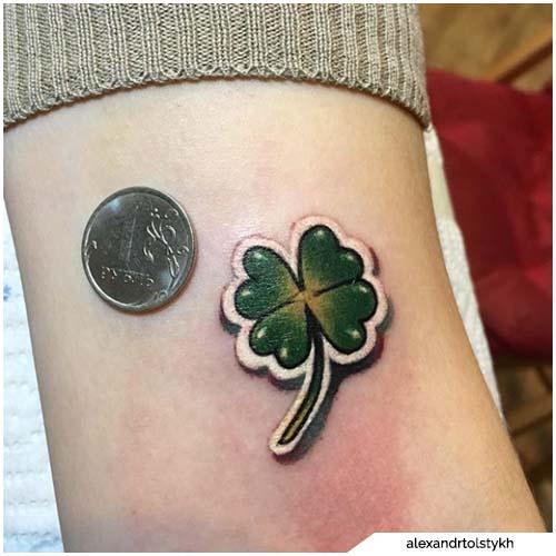 tattoo quadrifoglio bordi bianchi