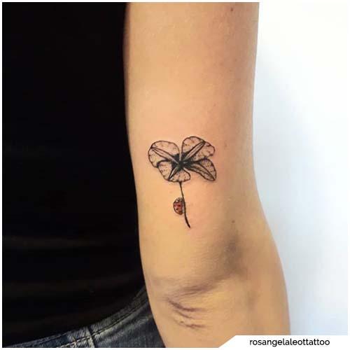 tatuaggio quadrifoglio gomito