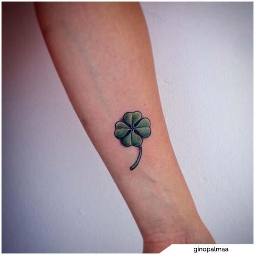 tatuaggio quadrifoglio piccolo