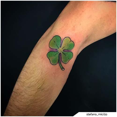 tatuaggio quadrifoglio braccio