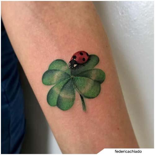 tatuaggio quadrifoglio coccinella