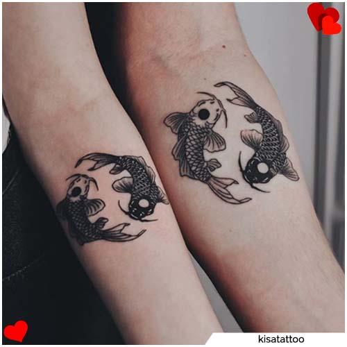 pareja yin yang carpas tatuajes