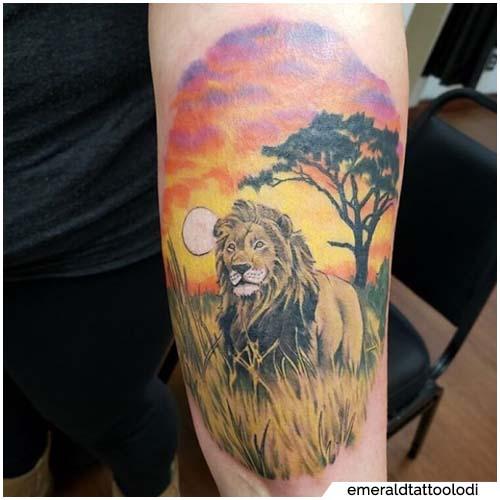 tatuaje de león y sol