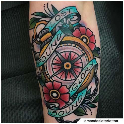 tattoo bussola new school tradizionale
