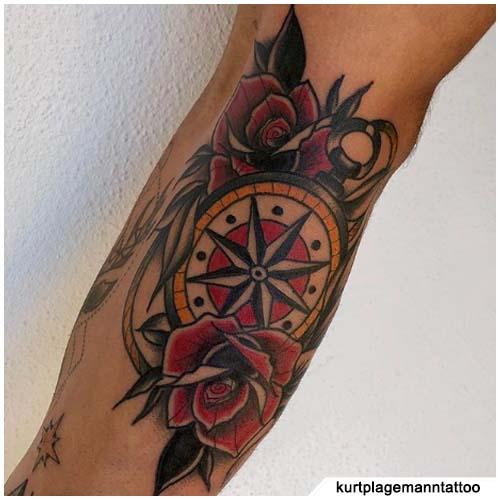 tattoo bussola rosa e lacci