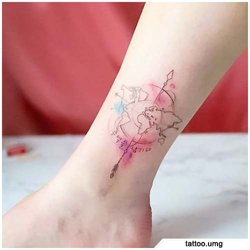 tattoo bussola linee sottili e watercolor