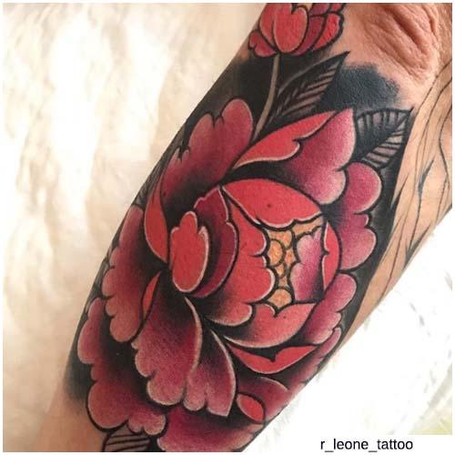 sfondo nero e fiore fucsia