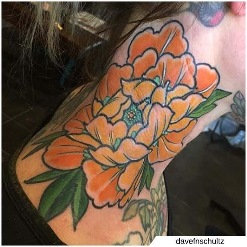 tatuaggio peonia collo