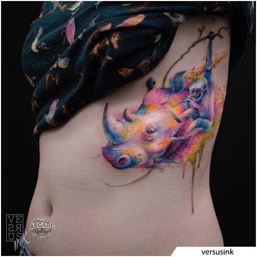tattoo rinoceronte watercolor costato