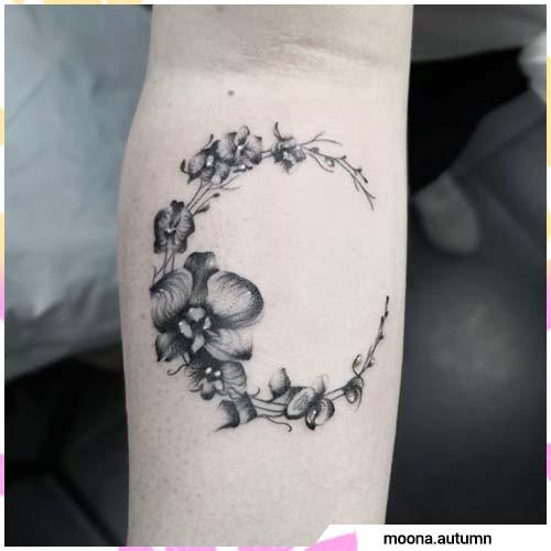 luna de orquídeas blancas y negras
