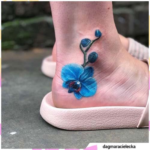 tatuaje de orquídea azul