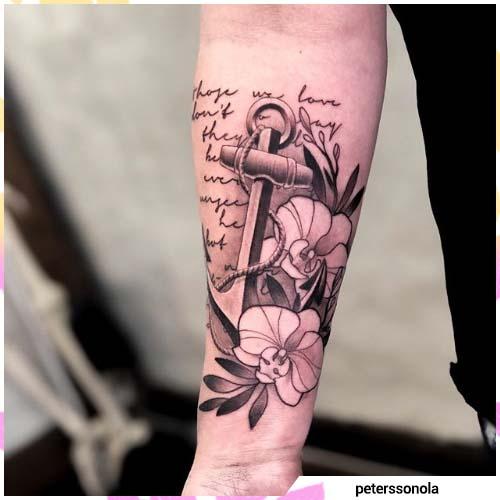 tatuaje de orquídea y ancla