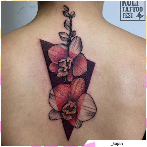 tatuaje geométrico colorido de la orquídea