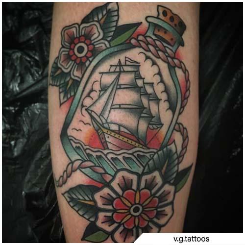 tatuaggio veliero corda e bottiglia