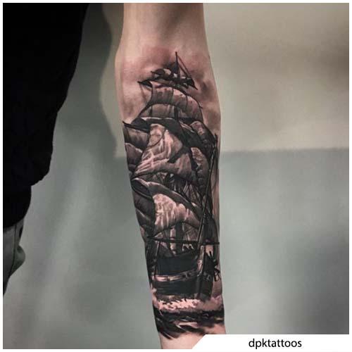 tatuaggio veliero bianco e nero