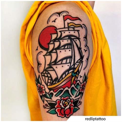 tatuaggio veliero spalla