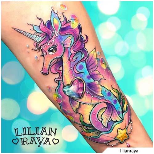 tatuaggio cavalluccio marino unicorno