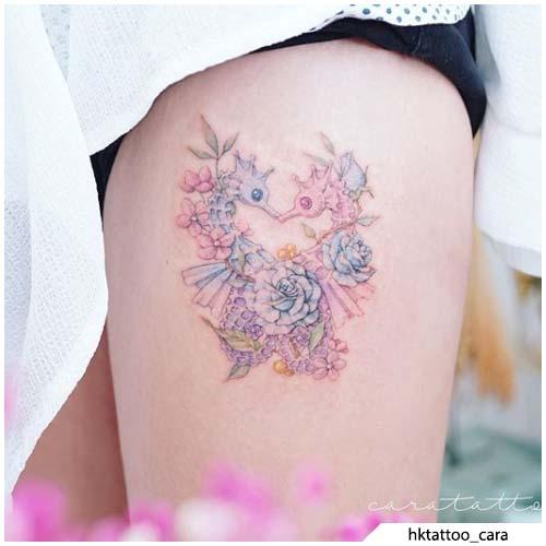 tatuaggio cavalluccio marino coscia
