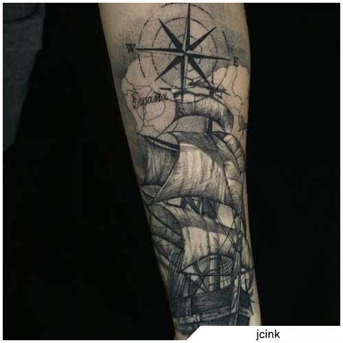 tattoo veliero e bussola