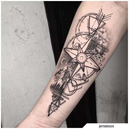 tatuaggio bussola e freccia