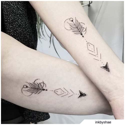 Tatuaggio freccia amiche