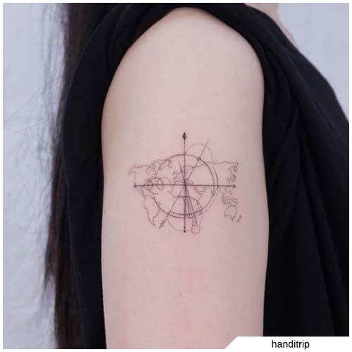 Tatuaggio freccia mondo