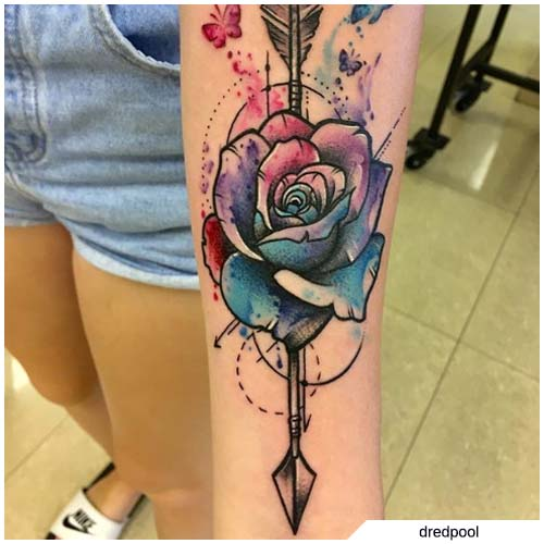 Tatuaggio freccia rosa watercolor