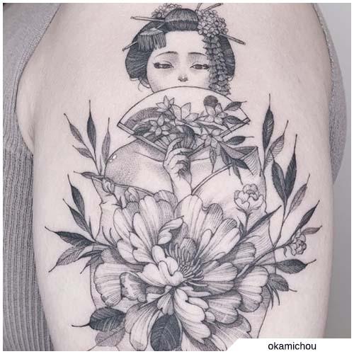 tatuaje de flores de geisha