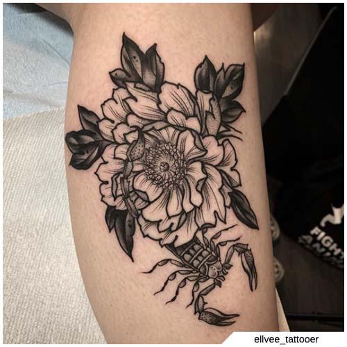 tatuaje de flor escorpión