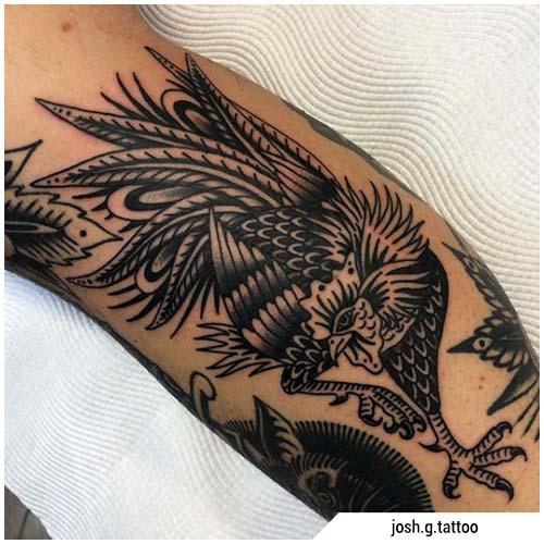 tatuaggio gallo blackwork tradizionale