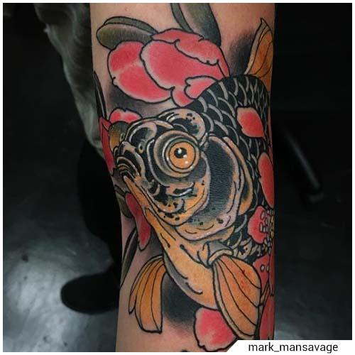 tatuaggio carpa koi nera e oro