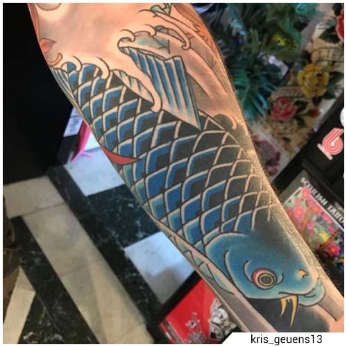 tatuaggio carpa koi blu