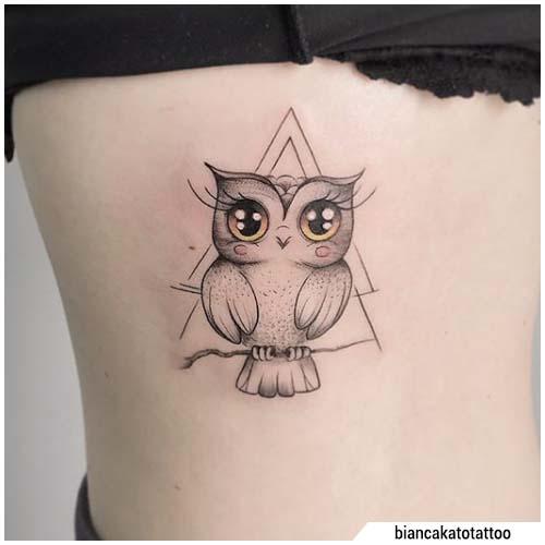 tatuaje de búho triángulo retro