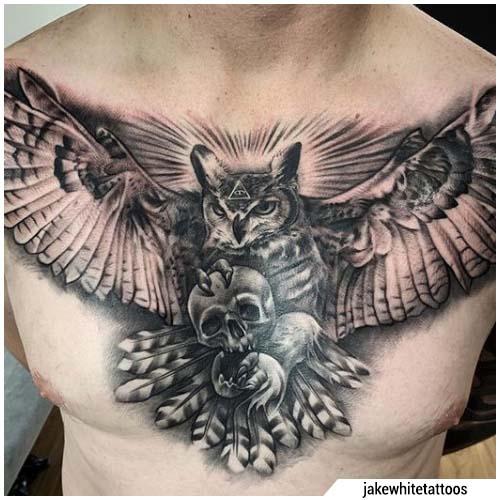 tatuaggio gufo petto