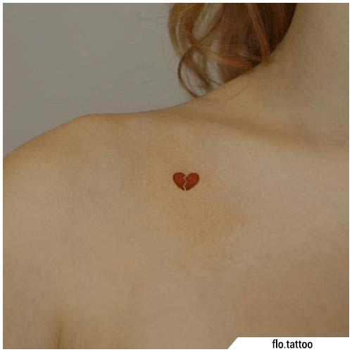 Pequeños tatuajes de clavícula del corazón