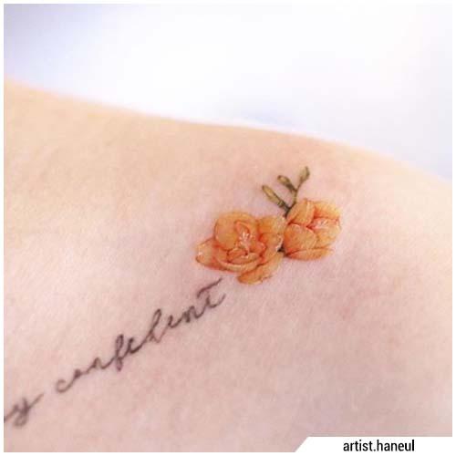 Tatuaggi piccoli clavicola fiori