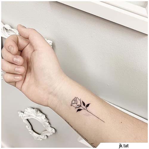 pequeños tatuajes de muñeca rosa