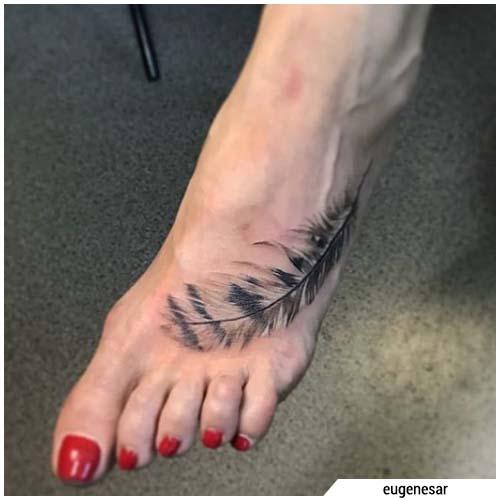 tatuaggio piuma gufo
