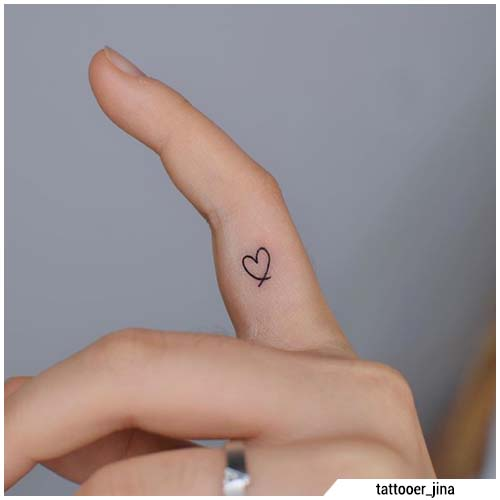 tatuaggi piccoli cuoricino dito