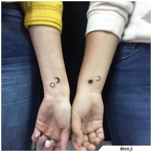 pequeños tatuajes de sol y luna