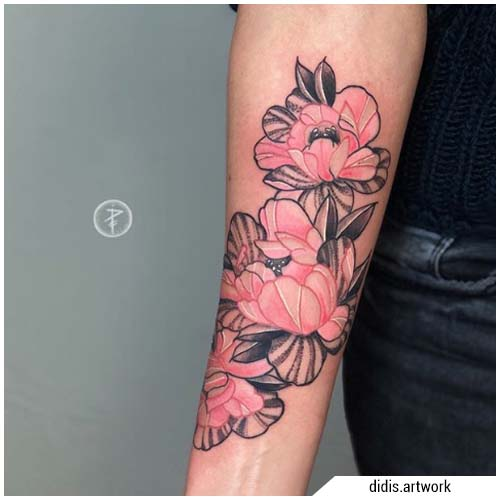 tatuajes mujer peonías
