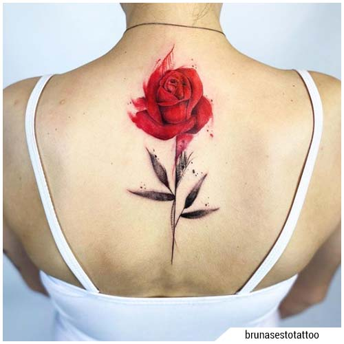 tatuaggi donna rosa