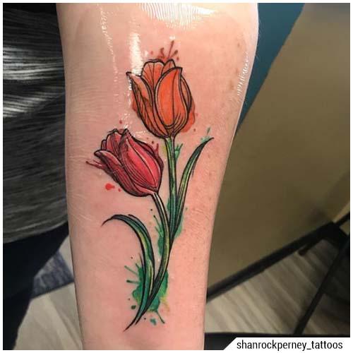 tatuaje de tulipán rojo y naranja