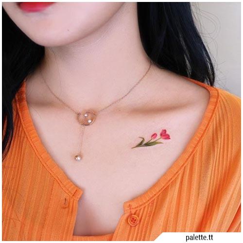 pequeño tatuaje de tulipán